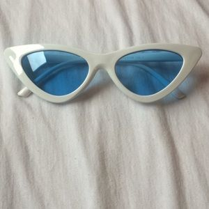 Accessories - Cat Eyes Sunglasses *NEW*